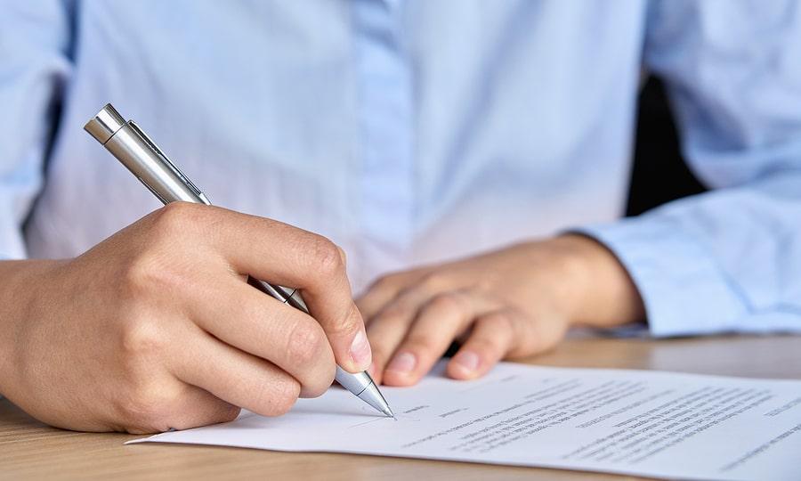 Quels sont les différents types de contrats de travail ? Avantages & inconvénients